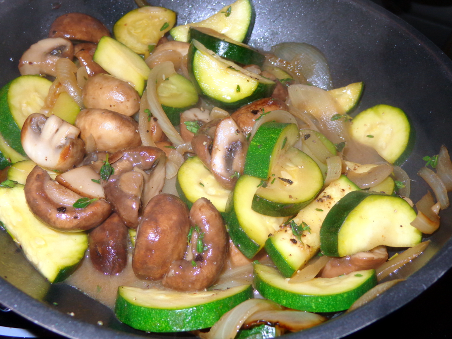 Champignon mit Zucchini und Thymian